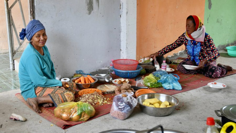 Khmer ladies preparing food for the RSP students